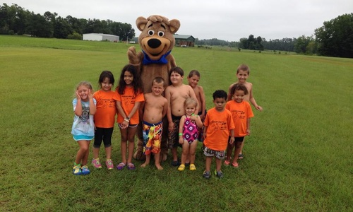 Group of children with Jellystone  mascot